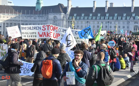 Cops Arrested Dozens Protesters During London's Climate Crisis