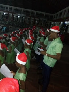 singing christmas carol songs