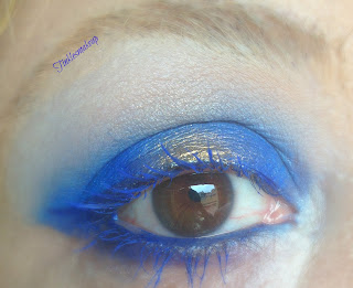 eye_makeup_look_blue_and_gold