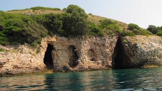 Η παραλία του σπηλαίου στη Λυγιά στην μύτη Δρεπάνου Ηγουμενίτσας (+ΒΙΝΤΕΟ)