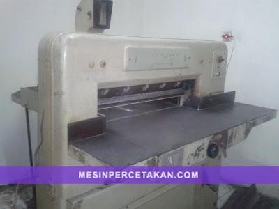 Mesin Potong Kertas POLAR 72