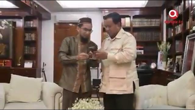 Sangat Rahasia, Ustadz Adi Hidayat Hanya Tunjukkan Ini ke Prabowo