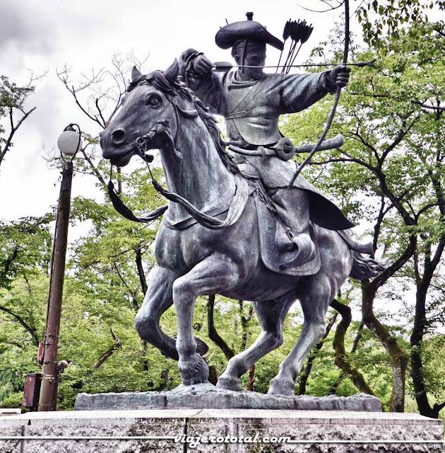 Estatua de Yabusame - Excursión con Turismo Victoria