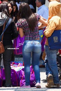 chicas culonas jeans ajustados