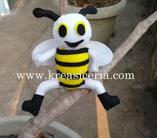 Tutorial Membuat Boneka Lebah dari Kain Flanel