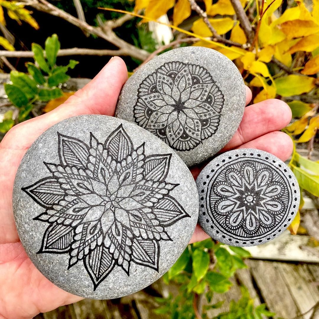 12-Mike-Pethig-Precise-Hand-Drawn-Stone-Mandala-Drawings-www-designstack-co