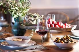 Με τι κρασί θα τσουγκρίσετε τα ποτήρια σας φέτος το Πάσχα; Διαβάστε και πάρτε ιδέες!