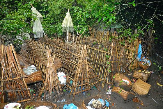 Image result for kuburan trunyan bali
