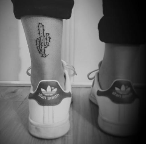 Este simples tornozelo tat