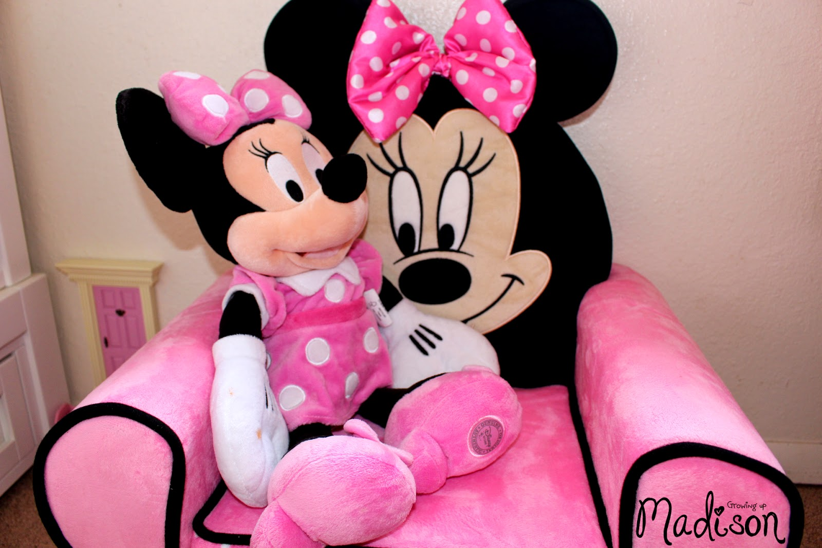 minnie mouse recliner chair swivel blind delta children furniture perfect for any child 39s room