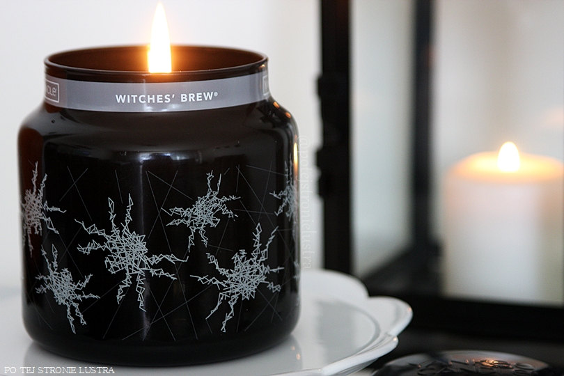 paląca się świeca yankee candle witches brew