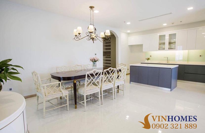 Cho thuê Penthouse 4 phòng ngủ tại tòa nhà Park 2 Vinhomes Bình Thạnh - bàn ăn và bếp