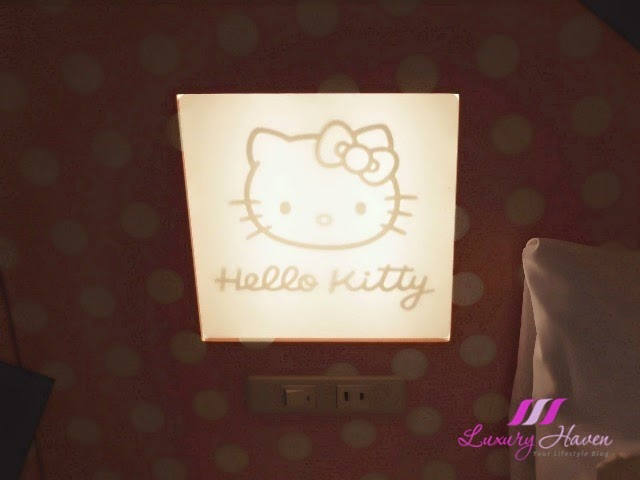 keio plaza hotel tokyo hello kitty bedside lamp
