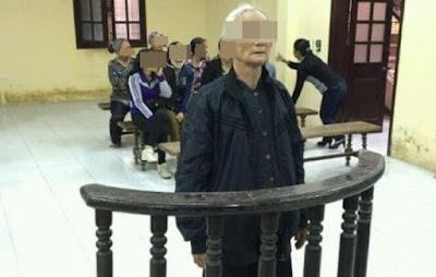 Bà lão nghèo bị xử tội ăn cắp bánh mì cả tòa nộp tiền phạt
