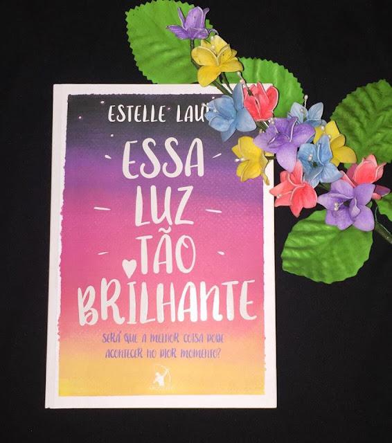 """Resenha """"Essa luz tão brilhante - Estelle Laure"""""""