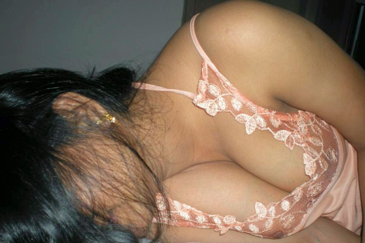 Sexy indian cleavage