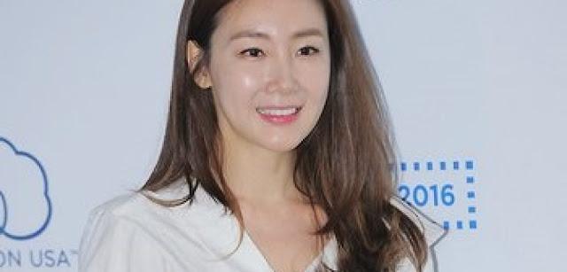 Woman_With_A_Suitcase_Complete_Choi_Ji_Wo_Merasa_Kehilangan
