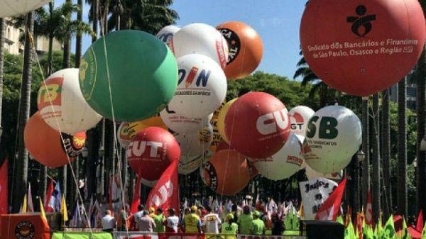 Brasileños marchan contra la reforma previsional de Temer