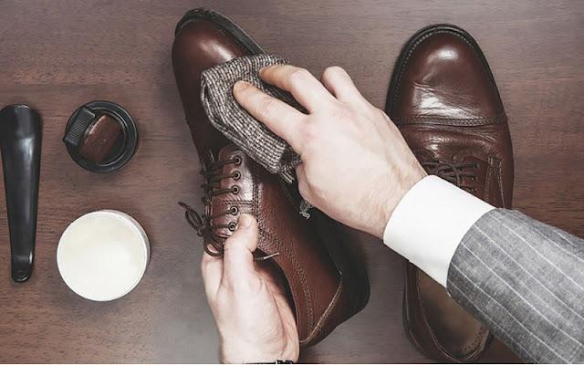 Kết quả hình ảnh cho cho giấy vào giày da