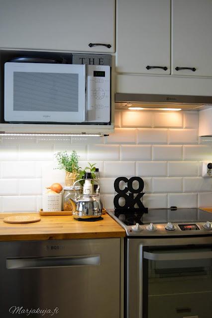 keittiö kitchen musta allas mora facetti koti puustelli astianpesukone bosch hella