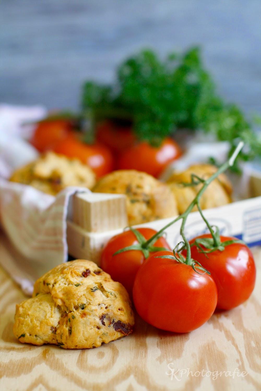 frische tomaten petersilien br tchen f r den perfekten start in die grillsaison alles und anderes. Black Bedroom Furniture Sets. Home Design Ideas