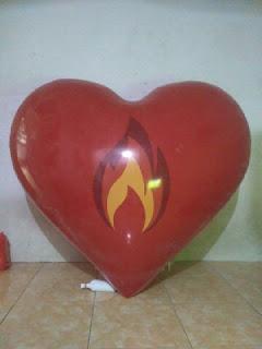 PRODUKSI BALON KARAKTER BENTUK HATI ATAU LOVE