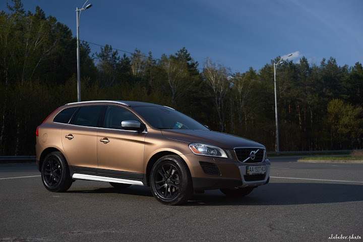 brown volvo xc60 on black wheels