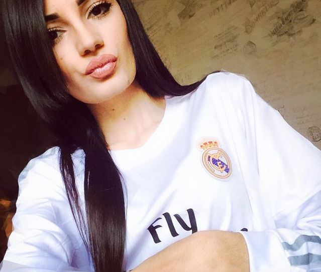 best service 8bcd8 d629e 10 Photos of beautiful girl with Real Madrid jersey, make ...