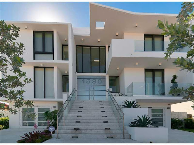 Contemporary Residence with North Bay View Contemporary Residence with North Bay View Contemporary 2BResidence 2Bwith 2BNorth 2BBay 2BView1