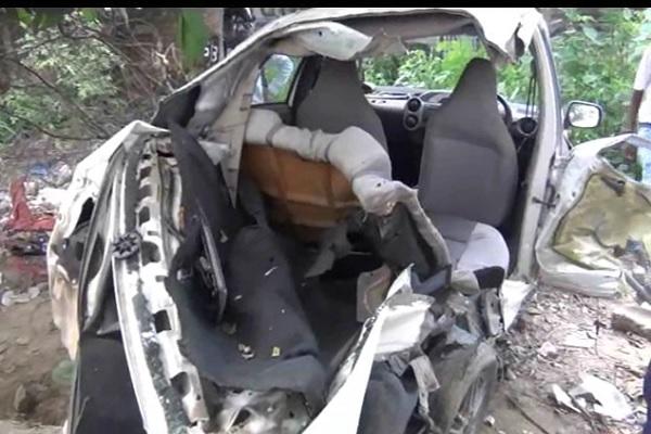 फरीदाबाद में बड़ा हादसा, 2 दोस्तों की दर्दनाक मौत, 3 घायल, कार के उड़े परखच्चे