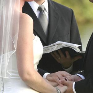 Cara menghindari perceraian dengan berpegang teguh pada janji pernikahan