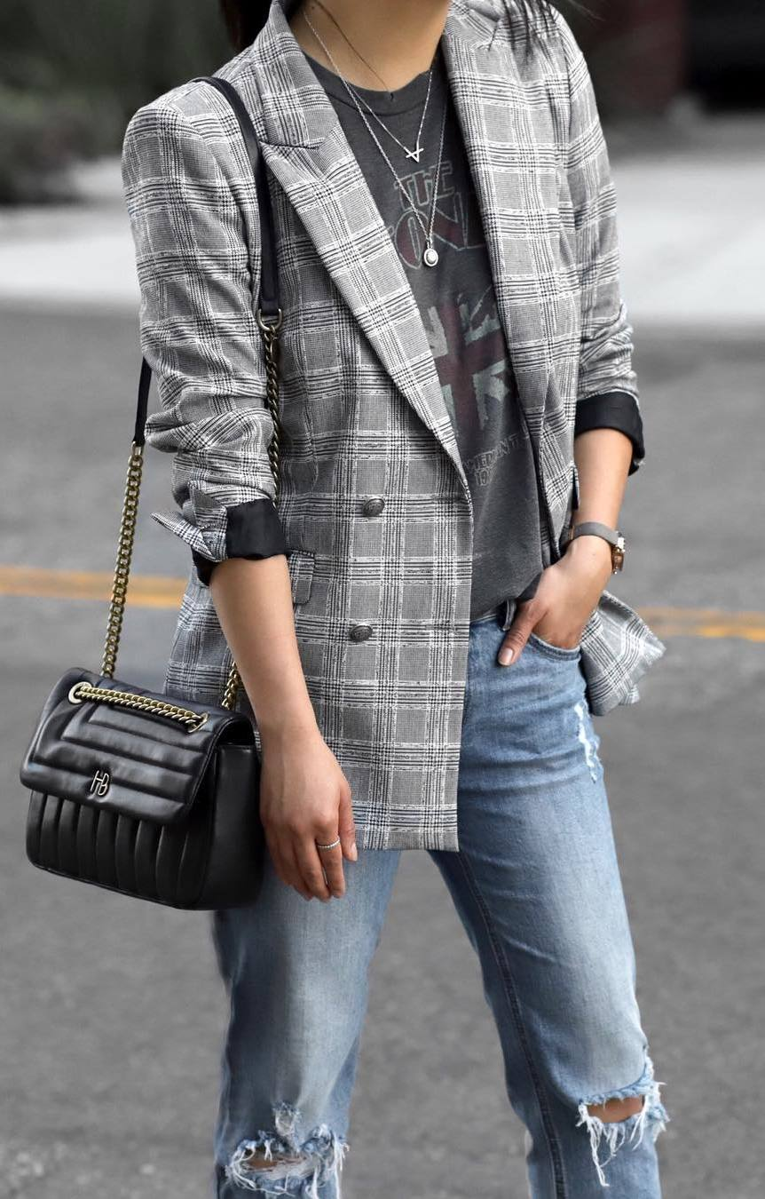 casual style addiction / plaid blazer + bag + printed tee + jeans