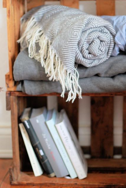 Bücherregal DIY Weinkisten Interiorblog
