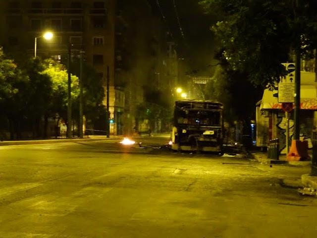 Επαναστατική γυμναστική το πρωί στο πολυτεχνείο, έκαψαν τρόλεϊ και λεωφορείο....
