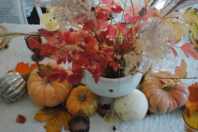 Fall Tablescape, peach colored pumpkin centerpiece, Thanksgiving table decoration ideas