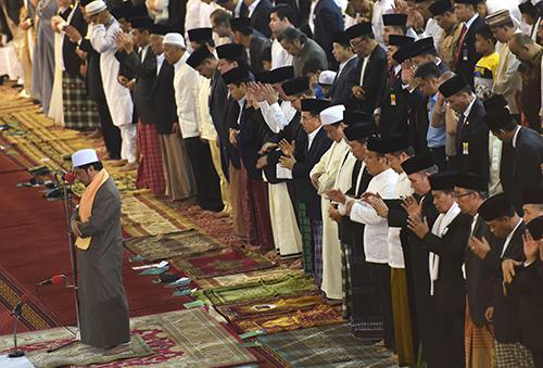 Pengertian Makna Hikmah Dan Hukum Sholat Idul Fitri