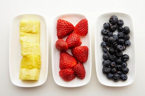 Distintos tipos de frutas para colocar en el yogur