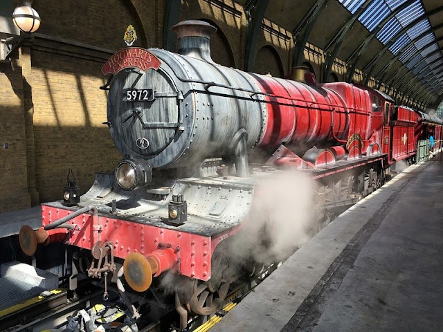 the Hogwarts Express from Harry Potter movie at Universal Studios