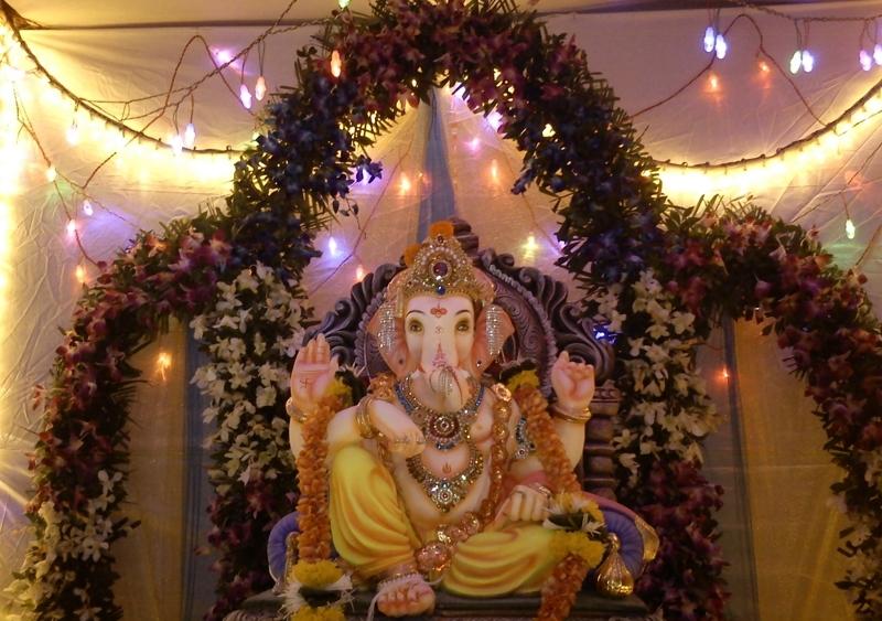 Amazing ganesha decoration ideas for ganesh chaturthi for Artificial flower decoration ideas for ganpati