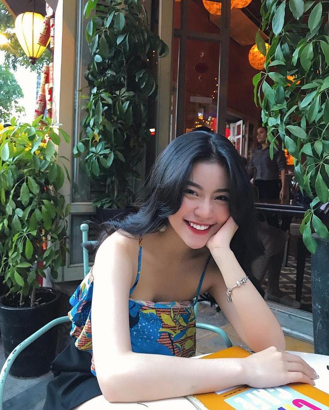 Cô bạn sinh năm 1998 xinh như búp bê cùng nụ cười tươi rói đang cực hot trên Instagram Việt Nam -1