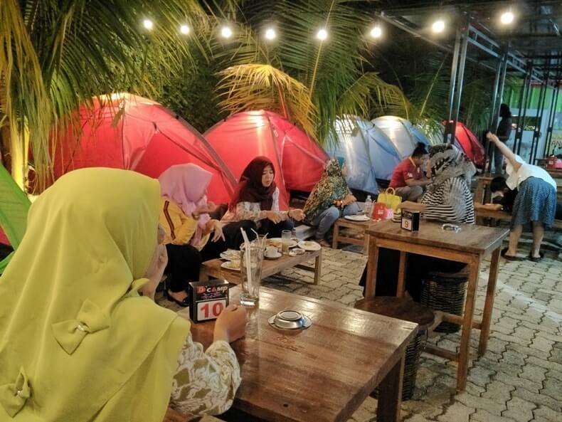 nongkrong malam hari di dcamp cafe lampung