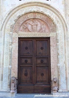 Assis portao principal Catedral Sao Rufino - Assis Medieval