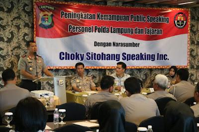 Tingkatkan Kemampuan Public Speaking, Polda Lampung Undang Choky Sitohang