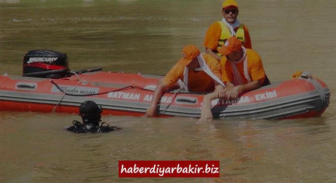 Li Diyarbekirê 4 kes di avê de xeniqîn