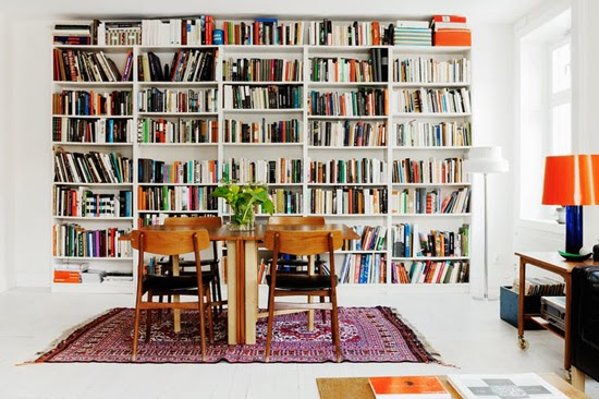 hay libreras que ocupan toda una pared de la sala como las imgenes que vienen a continuacin