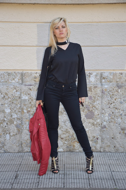 chocker v neck shirt how to wear chocker shirt how to combine chocker shirt mariafelicia magno fashion blogger color block by felym italian fashion bloggers