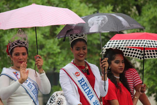reinas del desfile dominicano participando en el desfile peruano de NJ