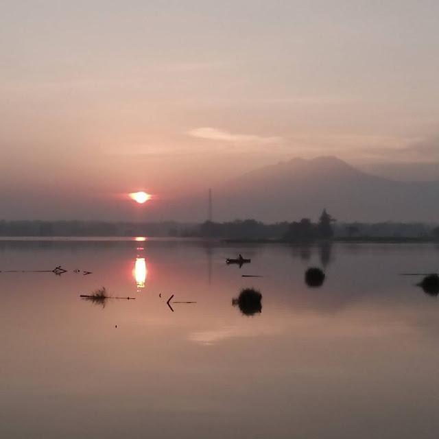 foto sunset di waduk mulur sukoharjo