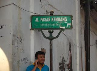 Sahabat dolenners di gang Pasar Kembang