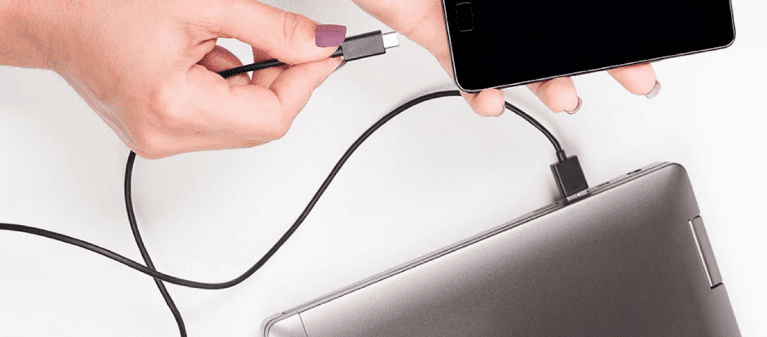 Bahaya Charger Smartphone dengan Laptop